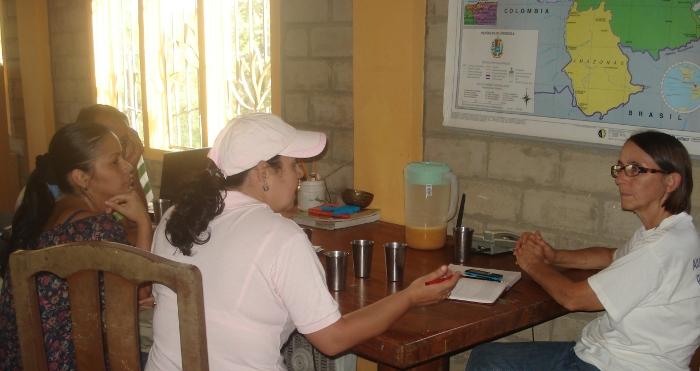 UNESR en Centro Madre: Edit del Valle y  Didi  Ananda Sadhana
